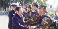 陈坚率队走访慰问春节期间坚守岗位的部分行业人员 - 大理白族自治州人民政府