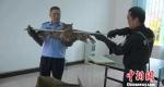 图为获救的褐渔鸮翼展长120厘米。 文山州森林公安局供图 摄 - 云南频道